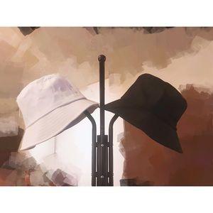 Accessories - (✨3/$15) B & W bucket hat